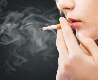 Cigarro provoca rugas precoces