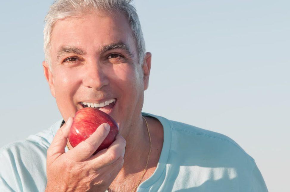 Tratamento com sobredentadura sobre implantes.